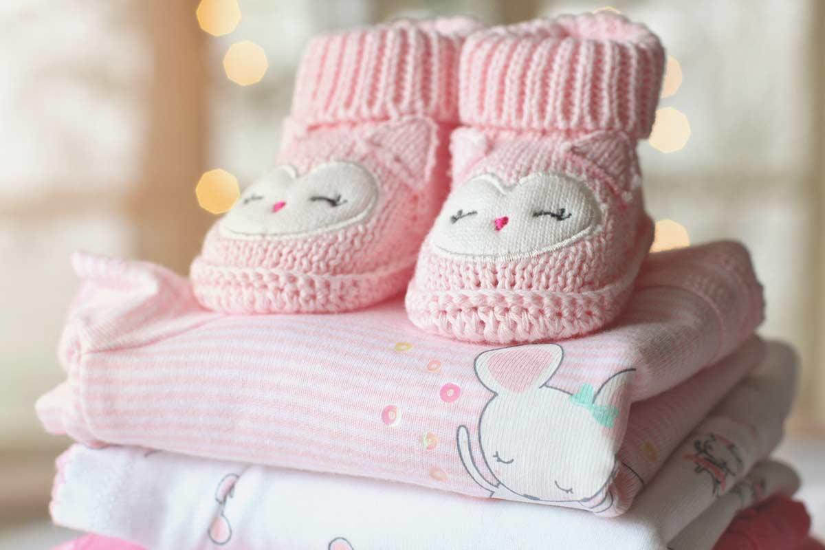 Baby fotograf med stor erfaring i baby fotografering både i studie og på location